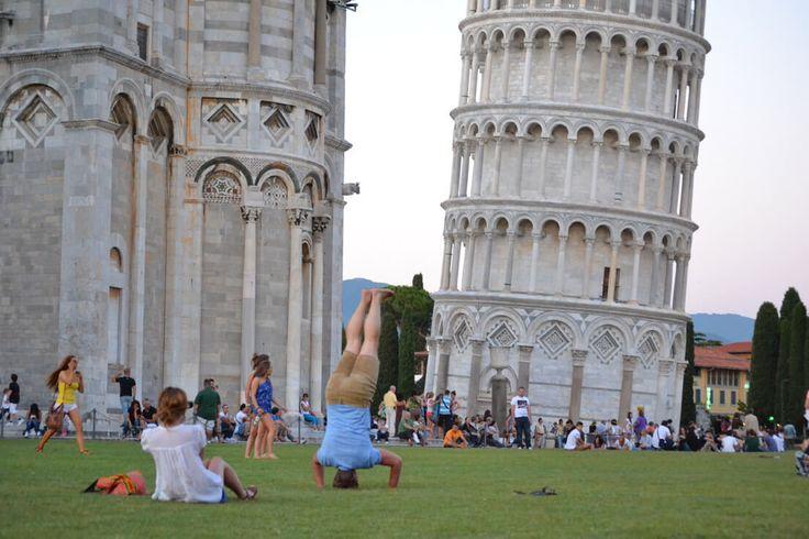 A Pisa coppia medita corteggiamento