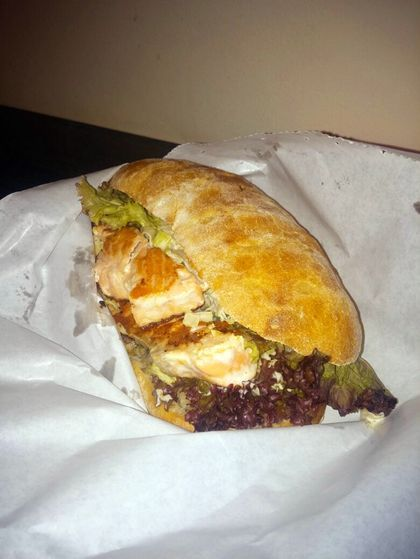 Sandwich Salmon la George Snack Hut