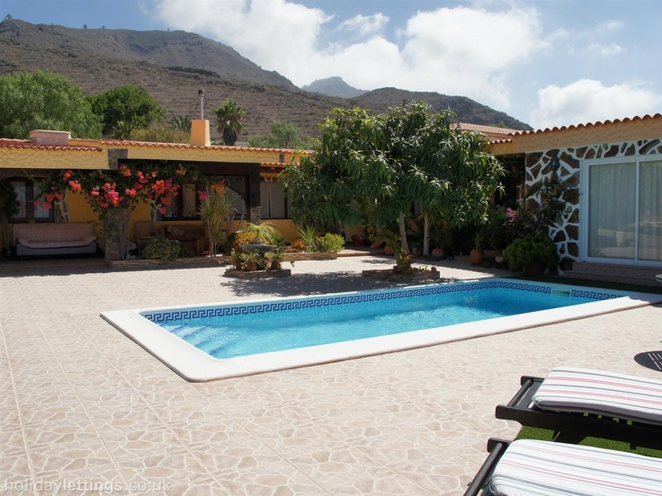 4 bedroom villa in Costa Adeje to rent from £605 pw, with a private pool. Also with balcony/terrace, log fire, TV and DVD.