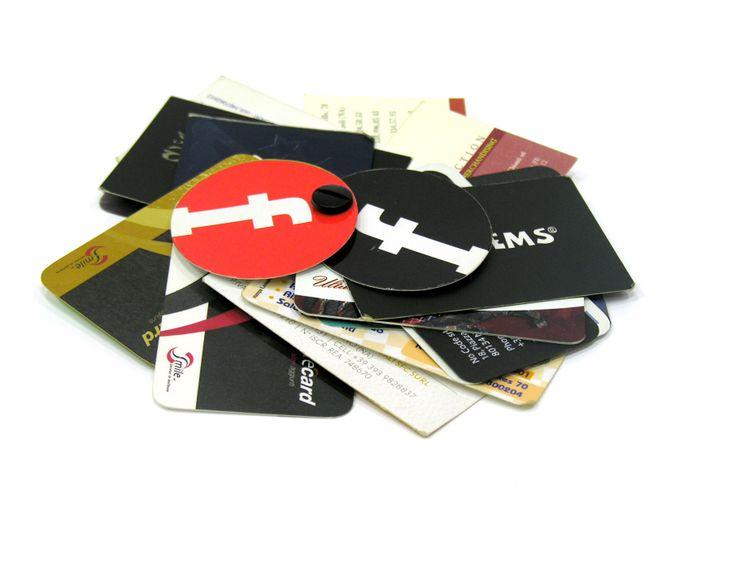 Alcuni esempi di bigliettini da visita: con forme particolari, plastificati, stampa uv, stampa a caldo argento ed oro , punzonati. Varie carte con grammature rigide che garantiscono l'efficienza del prodotto.