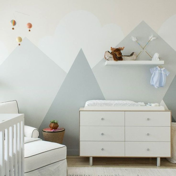 """If this nursery ""peaks"" your interest, click the [LINK IN PROFILE✨] to take the tour. #mountainpuns // Design by @saratouijer of #HomepolishNYC + phto by…"""