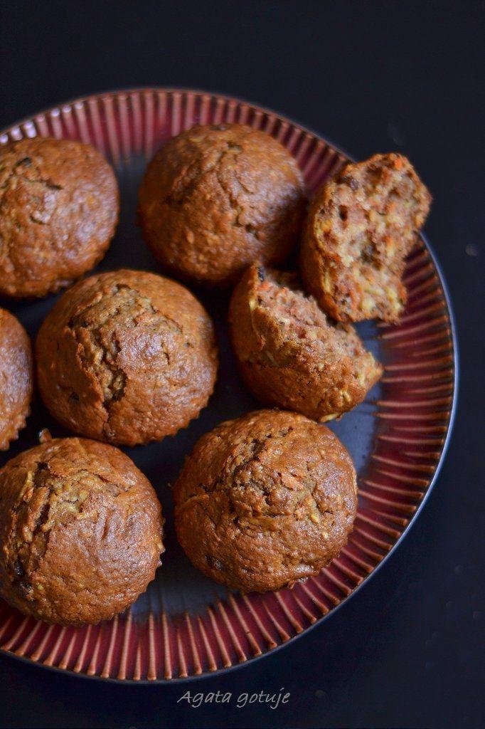 muffiny marchewkowo-pietruszkowe z pestkami moreli (można zastąpić migdałami)