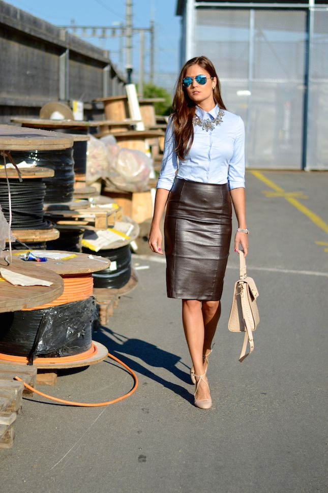Conservative meets sexy office look / leather pencil skirt / button-down with chunky necklace / pastel accessories / mirrored sunglasses