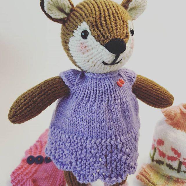 옷도 참 많은 울 여우양❤ Girl Fox in a Flowery Frock Patterned by Julie Williams Little Cotton Rabbits . . #littlecottonrabbits #knittingdoll #juliewilliams #knitting #handmadedoll #대바늘인형 #핸드메이드 #여우인형 #fox
