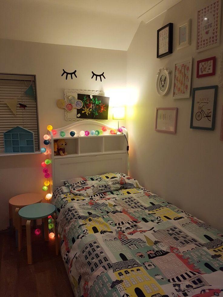 Kid's bedroom, fairy lights, colourful