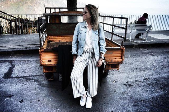 Au fond de mon lit malade, je ferme les yeux et je me retrouve sous le Soleil italien #lamagiedesreves 🇮🇹❤️ .........#blog #blogger #bloggerstyle #italia #italiandays #happy #happiness #travel #almaficoast #photography #peaceful #girl #frenchgirl #ig #igers #igstyle #tbt #holidays #sun #instatravel #goodvibes #goodtime #travelphotography #trip #enjoy #ravello #style
