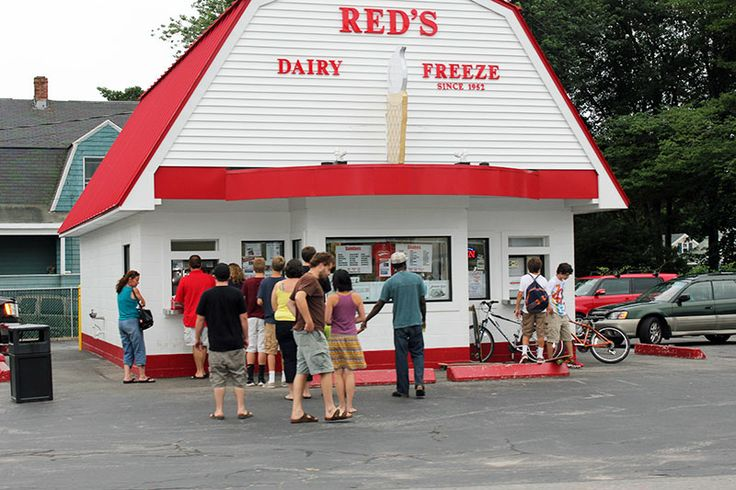 Red's Dairy Freeze, South Portland Maine. My most favorite place. Blueberry sundae !