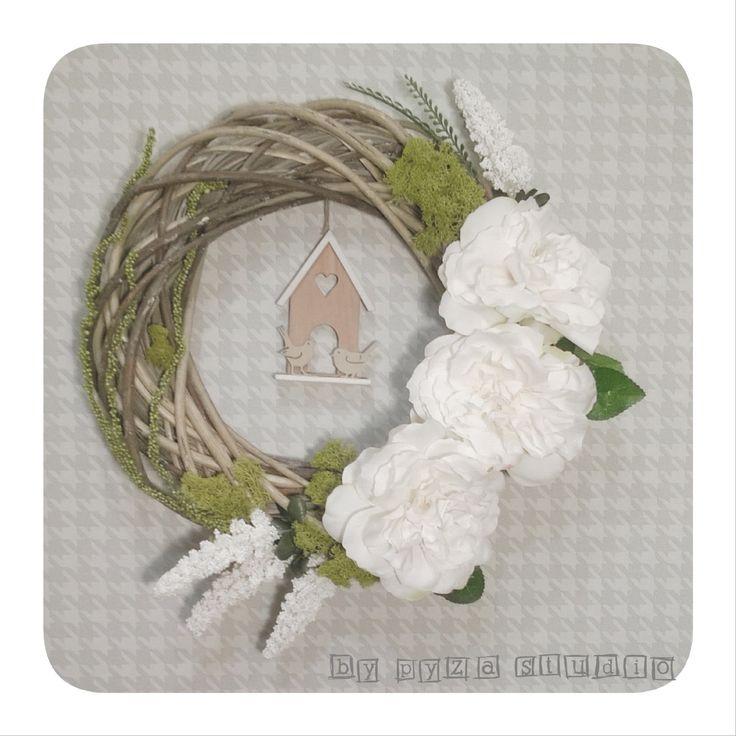 Wianek- białe kwiaty + mech