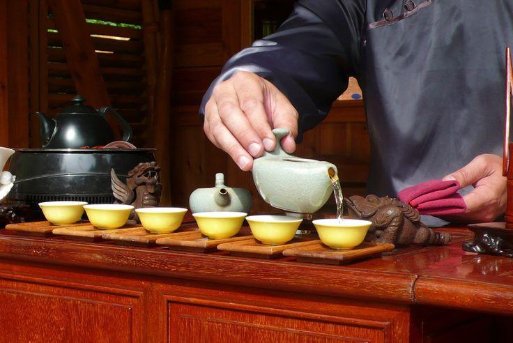 Är du tedrickare? Här finner du en webbutik med stort utbud tesorter; klassiska och udda te. tekannor, tesilar, tetillbehör mm.