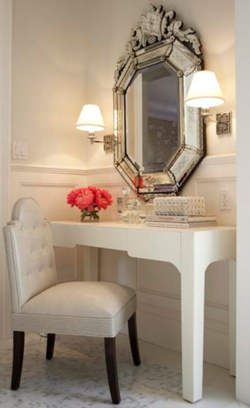 Perfection for that little corner where you want to slip on your earrings and lipstick before going out.