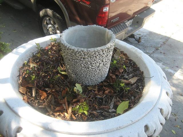 Richard Taylor pebble pot