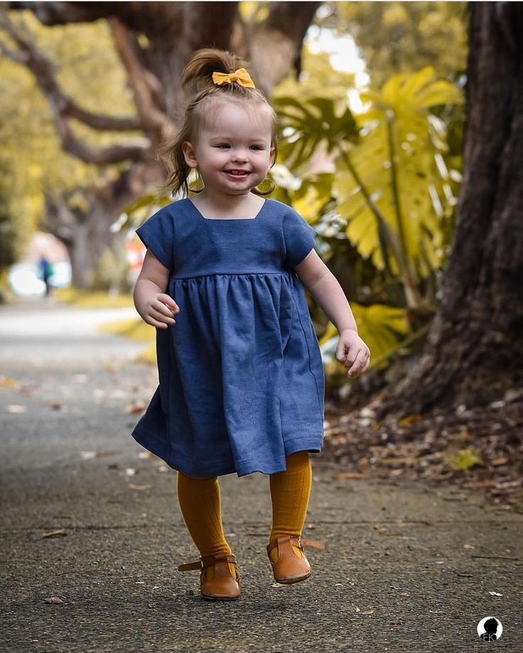 Mustard accessories matching perfectly with the denim dress! @little_miss_navy .  Acessórios mostarda combinando perfeitamente com o vestido jeans! @little_miss_navy
