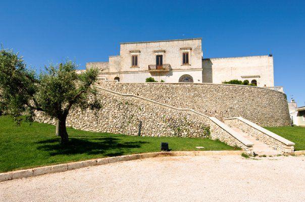 http://www.palazzobaronalelubelli.com