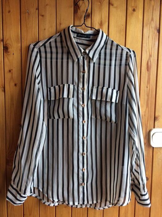 koszula paski czarno białe mgiełka złote guziki  z mojej szafy! Rozmiar 38 / 10 / M za 18.00 zł. Zobacz: http://www.vinted.pl/damska-odziez/koszule/17044048-koszula-paski-czarno-biale-mgielka-zlote-guziki.