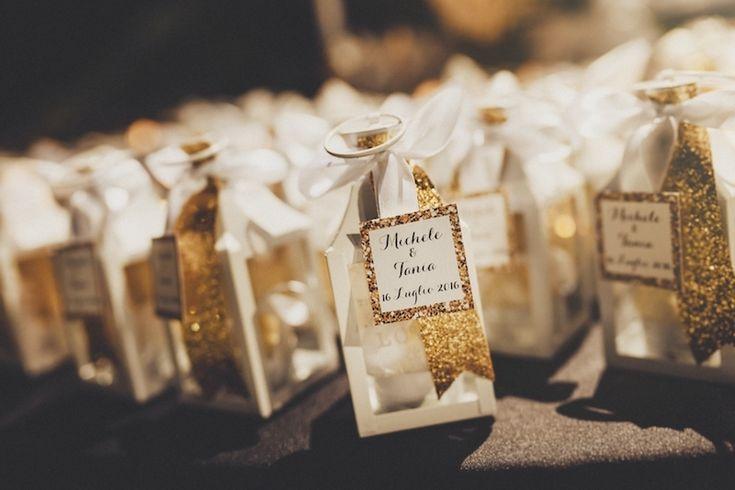 Oro e glitter per un matrimonio glamour