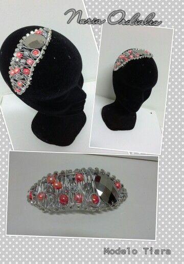 Tiara con piedras en cristal y coral