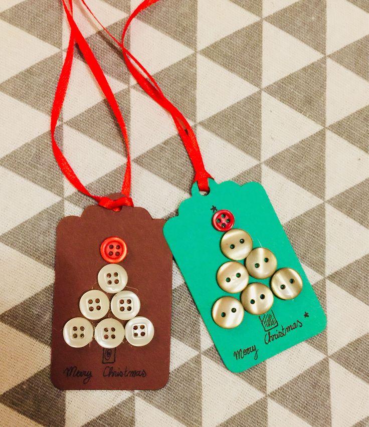 Chiudipacco albero di Natale con bottoni Xmas tree button di DaisiesAnna su Etsy https://www.etsy.com/it/listing/549587288/chiudipacco-albero-di-natale-con-bottoni