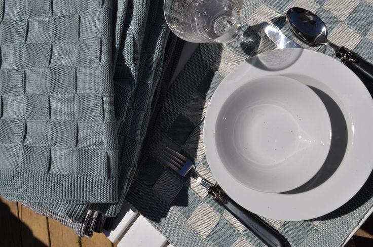Kennen jullie het textiel van de Knit Factory al? De interieuraccesoires en afdroogproducten zijn ontstaan uit de unieke combinatie van breiwerk en stof. Ontworpen en geproduceerd in Nederland. #wonen #woondecoratie #woonaccessoires #interieur #interieurtips  #style  #interieurstyling #volg #stylingidblog #Interior #textiel #breiwerk #stof #knitfactory ❤️❤️