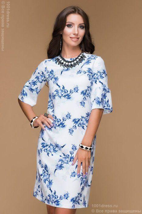 Платье белое длины мини с цветочным орнаментом и декоративной сборкой на рукаве