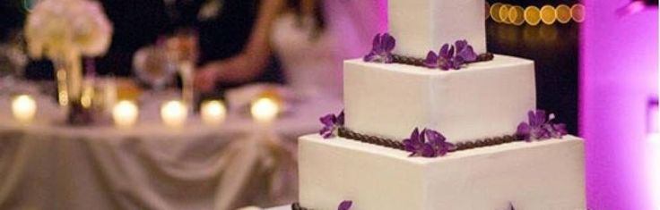 Традиция свадебного ритуала, связанного с разрезанием торта женихом и невестой, насчитывает более пяти тысяч лет. Свое начало она берет в древнем поверье, что дружба скрепляется преломлением хлеба. Именно хлеб был прапрапрадедом современного свадебного торта. В ранние времена становления Римской империи свадебный хлеб ломали прямо над головой невес...