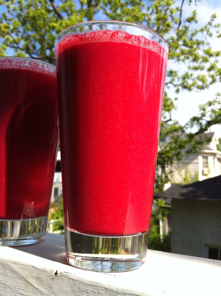Superfood smoothie with beets, carrots, celery, maca powder, almond milk and sacha inchi oil. YUM!