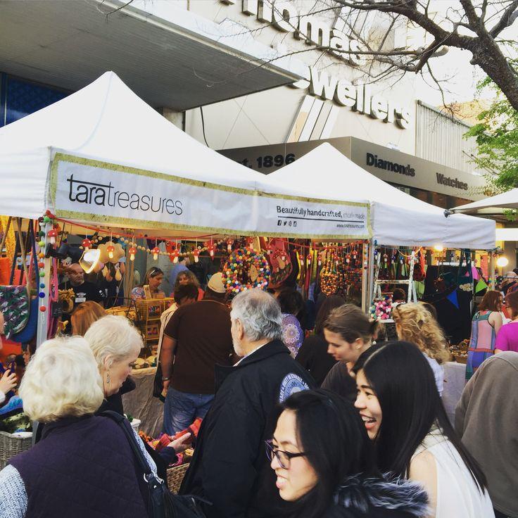 Moonlight Bendigo Market - such lovely market traders and customers.
