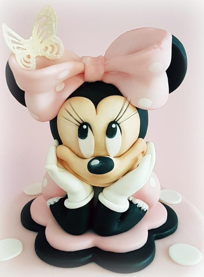 Minnie by Cristina... this is a CAKE, fashionistas! Can you even believe it?