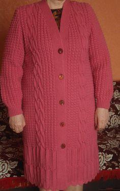 Этот мастер-класс с подробными описанием и фото научит как создать спицами вязанное пальто.. Фото №1