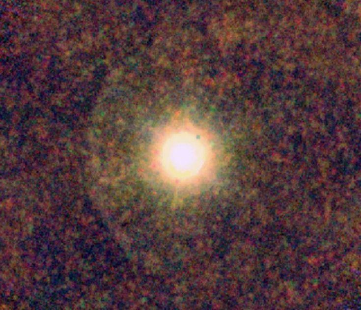 Скрытый красный карлик обнаружен в пыли, окружающей гигантскую звезду