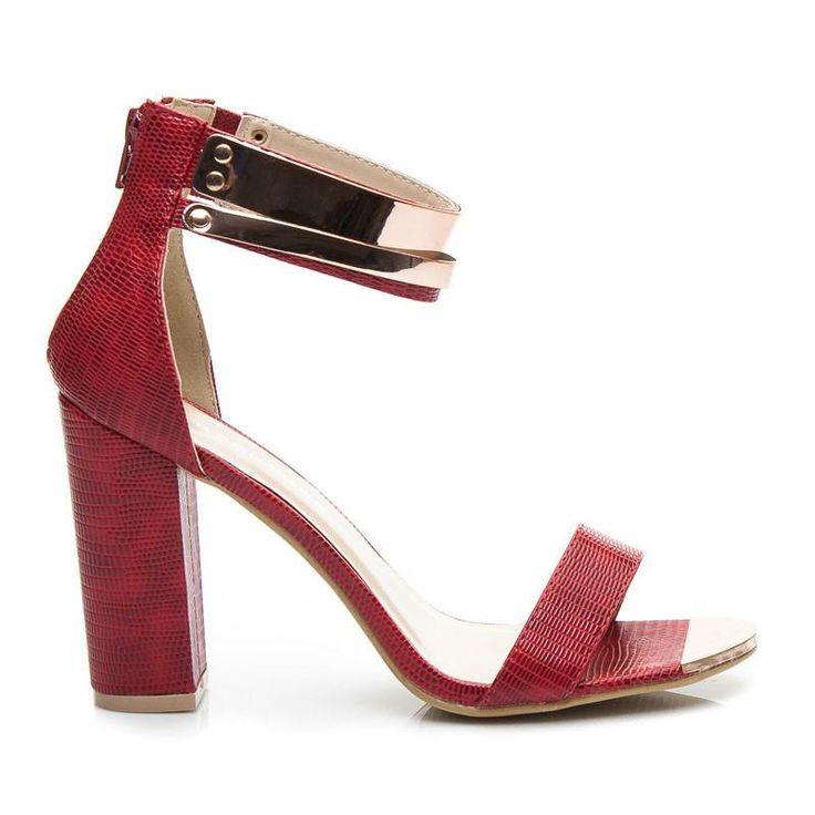 Czerwone sandały na blokowym obcasie słupku