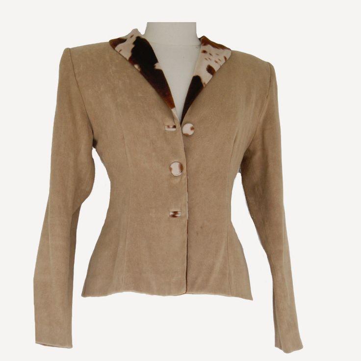 Prachtig vintage colbertje (kijk voor bijpassende rok op de website) van R.G. Trapile, maat S. Tweedehands Klassekleding : kleding waar vrouwen van houden .