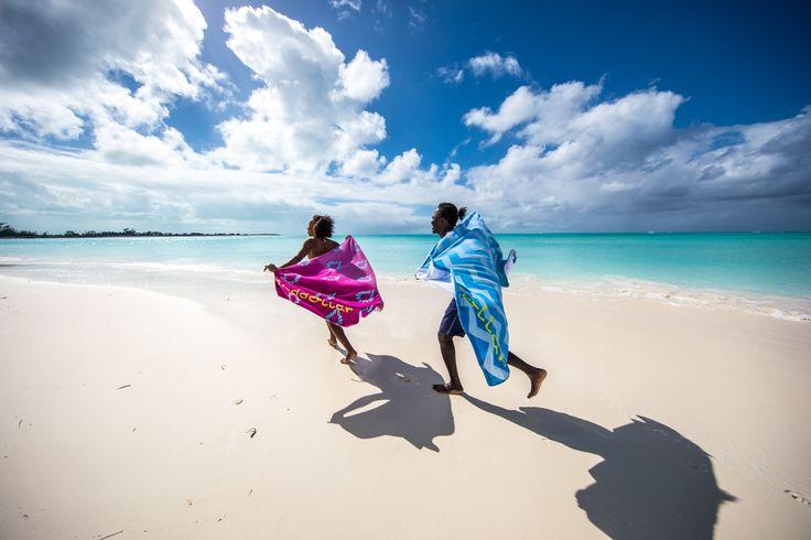 Our beautiful beach towels on beautiful Cape Santa Maria, Long Island, Bahamas. Leuchtende Farben auf kuscheliger Baumwolle. Wir lieben diese tollen Strandtücher von Sanddollar