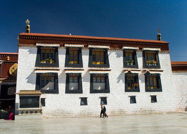 Der im 7. Jahrhundert durch König Songtsan Gambo eingeführte Buddhismus spielt eine bedeutende Rolle in Tibet.