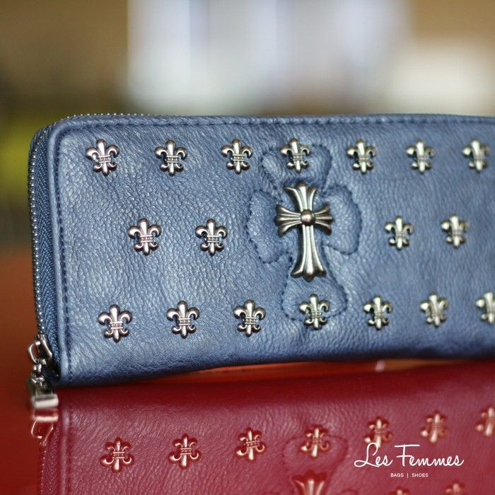 Chico, wallet with metal studs and zipper desain, so trendy! Detail wallet : • Warna • Ukuran 19*2*9 cm • Harga 79.000  Order via : Website : www.lesfemmes.co.id LINE : lesfemmesbags SMS / WA : 081284789737 Email : care@lesfemmes.co.id  Happy shopping!