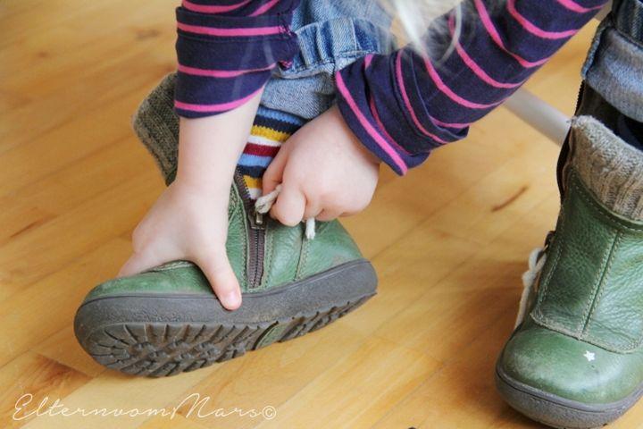 Garderobe, Montessori, Selbständigkeit, Unabhängigkeit, Anziehen, Tipps, Jacke anziehen, Schuhlöffel, Kommunikation, Entscheidungsfreiheit,