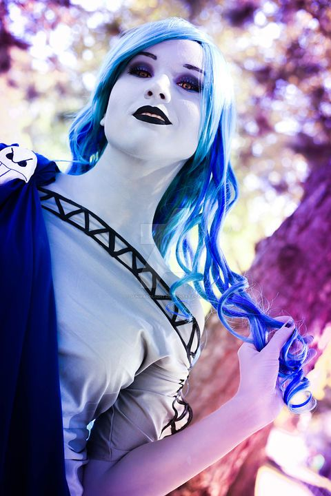 Female Cosplayer Creates the Most Impressive Hades Cosplay that Would Make Even Zeus Jealous | moviepilot.com