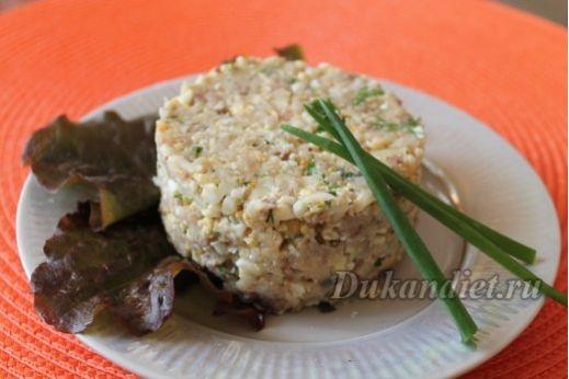 Сельдь и яйца перекрутить на мясорубке, лук очень мелко пошинковать и взбрызнуть уксусом, все перемешать, добавить мелко порубленную зелень укропа и петрушки, 1 ст. ложку французской горчицы. Все готово, быстро, вкусно и всей семье понравиться! В БО день также можно добавить вареную морковь (тоже перекрутить на мясорубке), это придаст сладкий вкус. Заправить Форшмак можно разрешенным майонезом, но по мне сельдь и так жирная рыба, да и лучок выделит сок, так что горчицы достаточно. Всем…