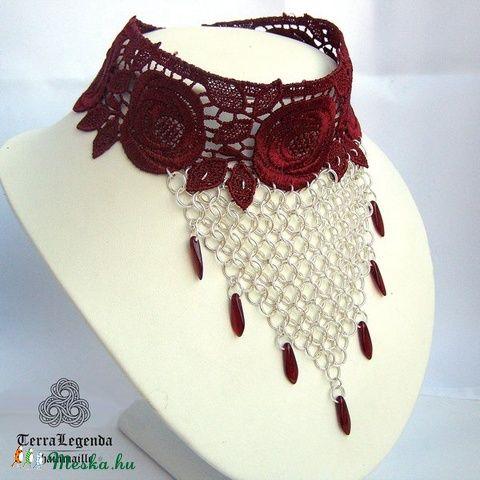 Tűz papnője nyakék - bordó csipke, ezüstözött réz, chainmaille, goth (TerraLegenda) - Meska.hu #ékszer #nyaklánc #chainmaille #chainmailejewelry #csipke