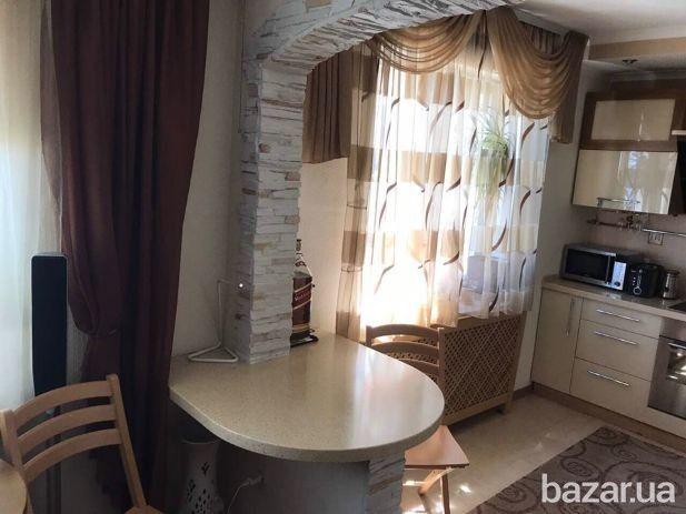 Продам 2 комнатную квартиру с шикарным ремонтом! Панорамный вид на Днепр. Квартира двухуровневая: - на 1 этаже кухня - студия - гостиная, гостевой...