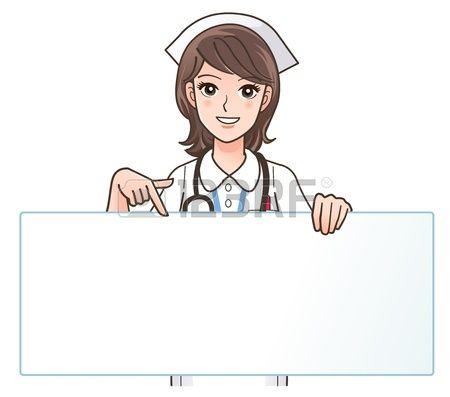 Enfermera sonriente señala un tablero en blanco. Foto de archivo.