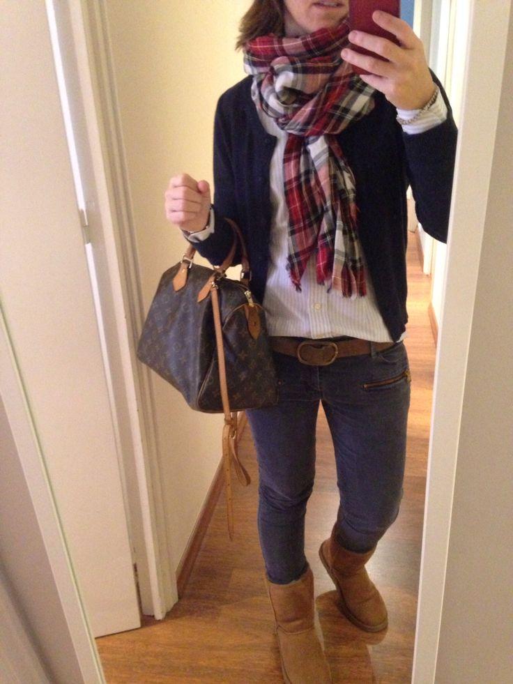 Look de sábado... Pantalón de pana azul, botas ugg, bolso spedy LV y fular Tartán