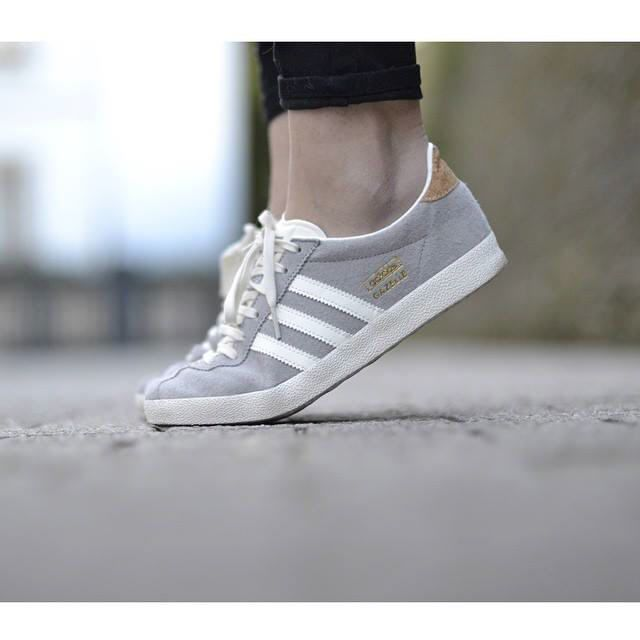 Tendance Chausseurs Femme 2017 Description Adidas Originals GAZELLE Baskets  basses solid grey/off white/gold prix promo Baskets femme Zalando \u20ac