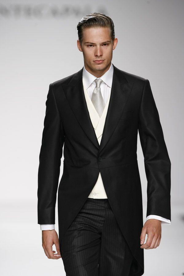 Il tight,l´abito da sposo per eccellenza, si indossa di regola la mattina. Altrimenti, per la sera, meglio il frac