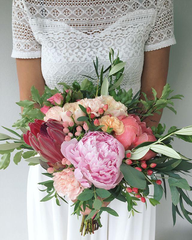 Piwoniowy Bukiet Slubny Z Protea Floral Floral Wreath Wreaths