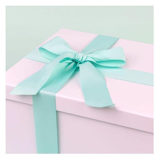 تأتي صناديق الهدايا من فرحي ملفوفة بطريقة أنيقة جدا بشريطة جميلة مناسبة لتهديها لصديقة لطلب هذا المنتج اضغطي على ال Bridal Packages Instagram Instagram Photo