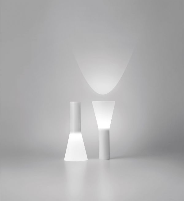 simple designed white spotlights up and down | lighting . Beleuchtung . luminaires | Design: MUJI |