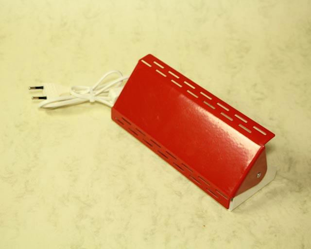 Rood bedlampje €5.50. http://hetleukstevan.nl/winkel/rood-retro-bedwandlampje-jaren-70/