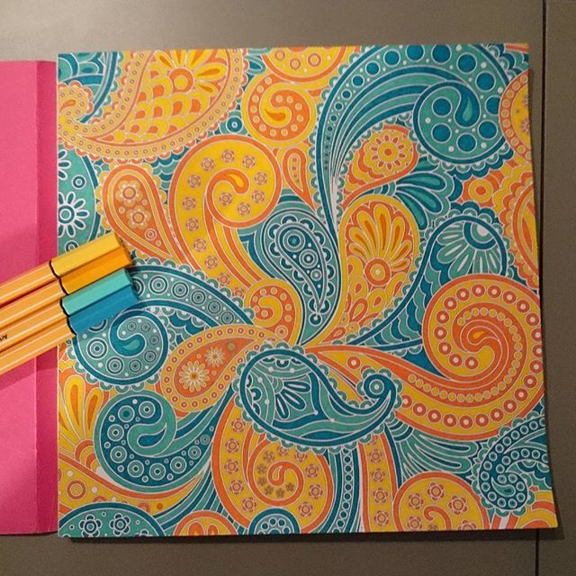 Terminé  #coloriageantistress #coloriage #inspirationbollywood #stabilo #orange #jaune #bleu #dessainettolra