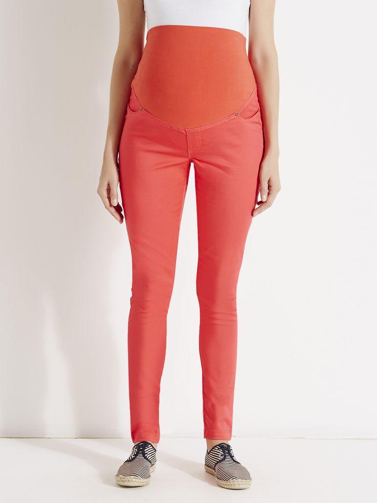 L'allure du slim et le confort du legging : le tregging a tout compris. Il offre un style tendance en toute décontraction. #FutureMaman #grossesse #Colline - Collection Printemps-Eté 2016 - www.vertbaudet.fr