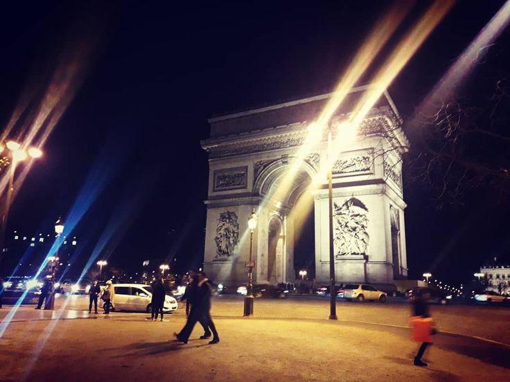 Paris court toujours . . . @ICphotos